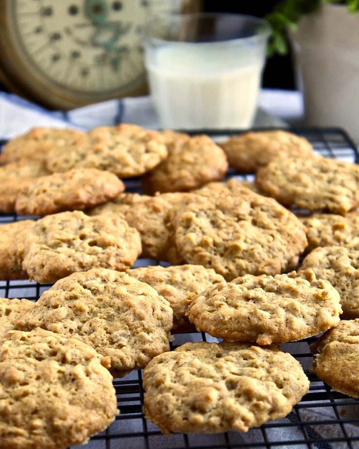 Old-Fashioned Oatmeal Cookies, cookies on cooling rack with glass of milk
