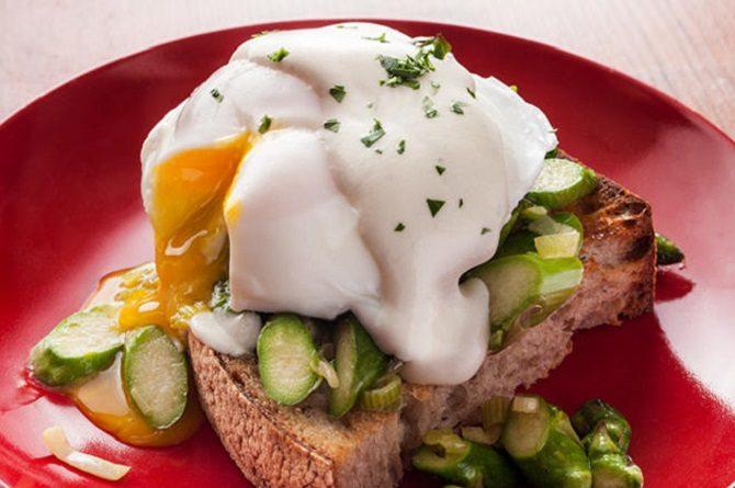 asparagus eggs Benedict with chevre sauce