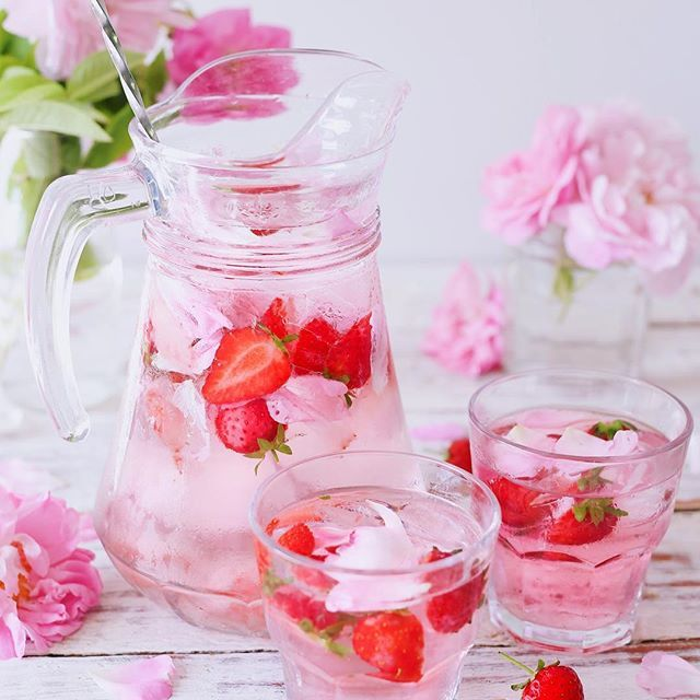 strawbery rose infused water