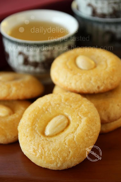 Chinese Almond Cookies 1