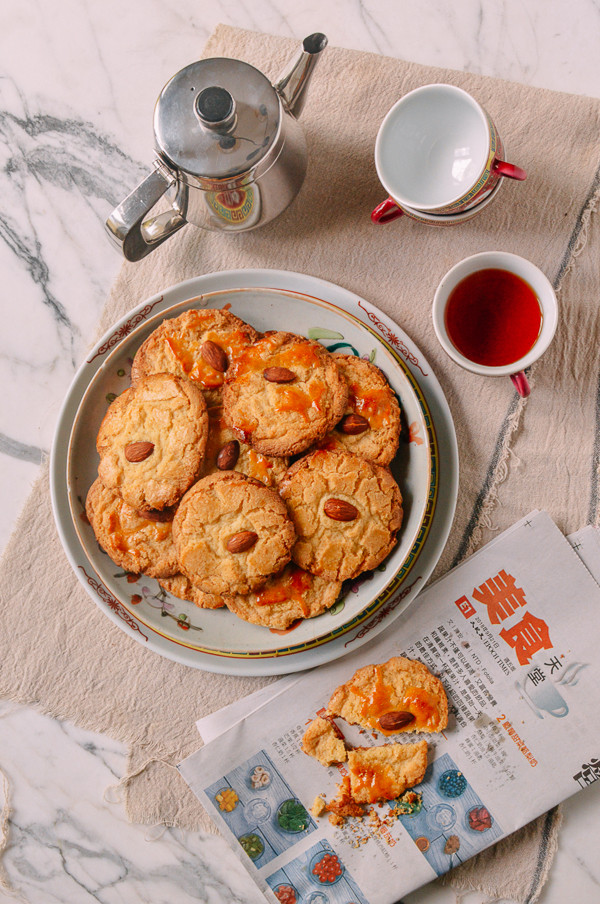 Old-Fashioned Chinese Almond Cookies