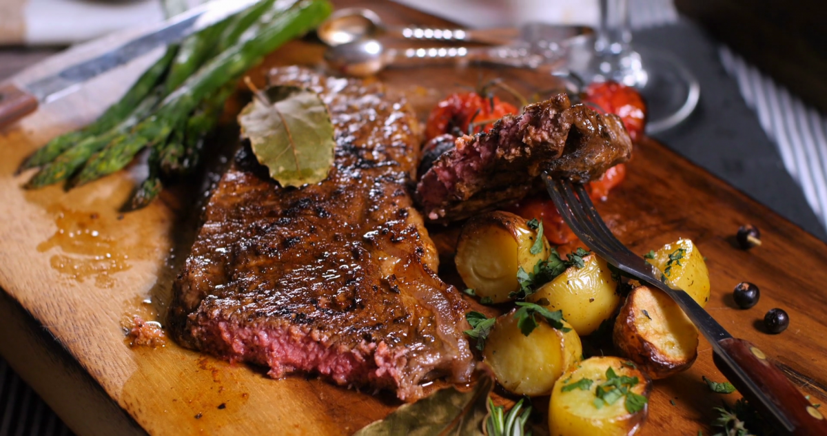 Sirloin Steak with Roasted Potatoes and Asparagus