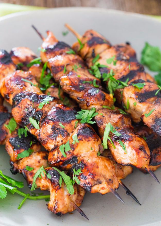 Best Barbecue Recipes - Beer and Honey BBQ Chicken Skewers - Easy BBQ Recipe Ideas for Lunch, Dinner and Quick Party Appetizers - Grilled and Smoked Foods, Chicken, Beef and Meat, Fish and Vegetable Ideas for Grilling - Sauces and Rubs, Seasonings and Favorite Bar BBQ Tips http://diyjoy.com/best-bbq-recipes