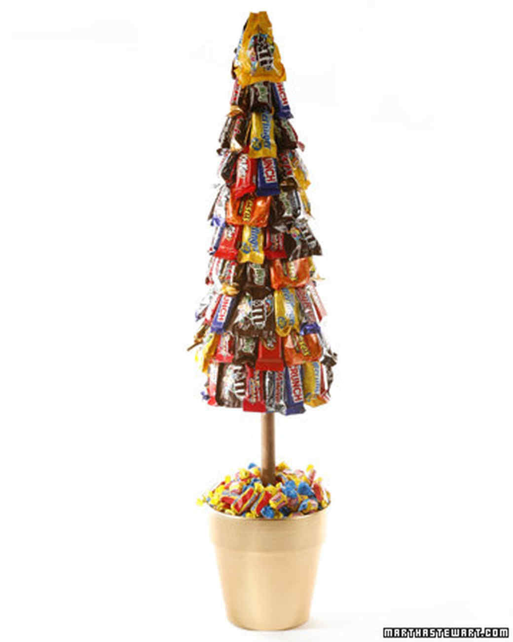 Candy Bar Christmas Tree  Ultra Creative Candy Centerpieces to Sweeten the
