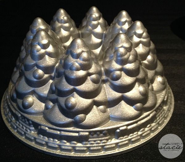 Christmas Baking Pans  1000 ideas about Cake Pans on Pinterest