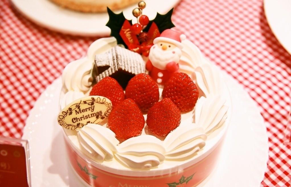 Christmas Cakes Japan  10 Japanese Christmas Cakes—By Price