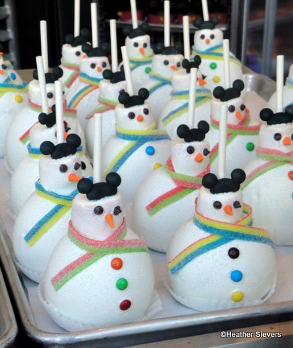 Christmas Candy Apple Ideas  Dining in Disneyland Holiday Treats