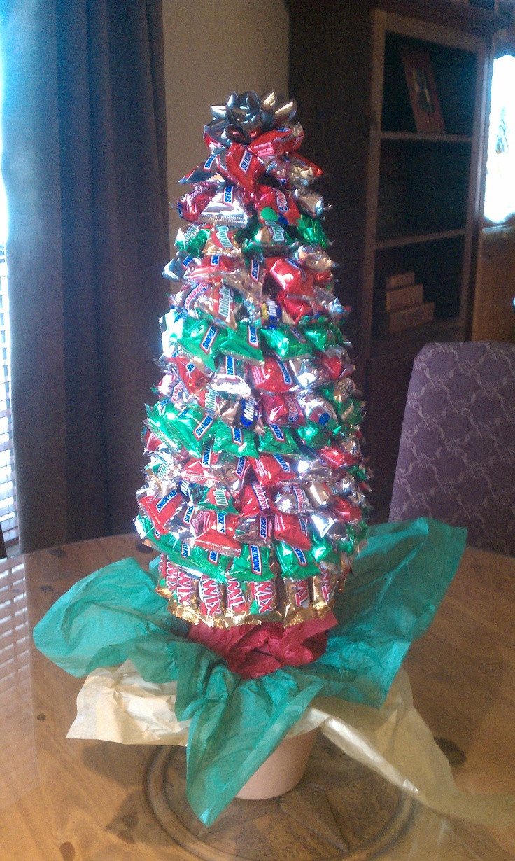 Christmas Candy Centerpieces  Lori s Christmas Candy Tree crafts Pinterest