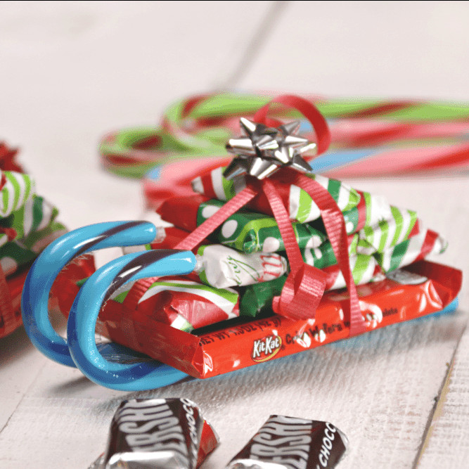 Christmas Candy Sleds  Easy Candy Cane Sleighs with Candy Bars Princess Pinky Girl