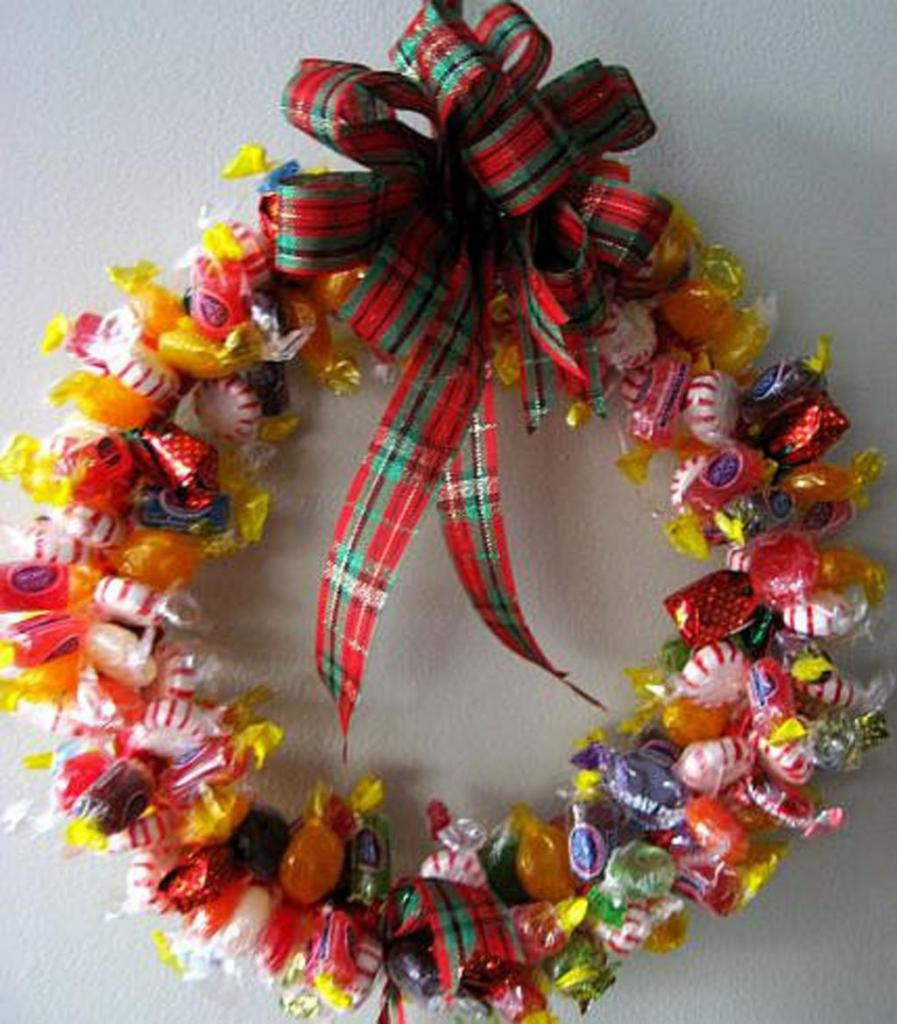 Christmas Candy Wreath  Easy DIY Christmas Gifts Ideas 2014
