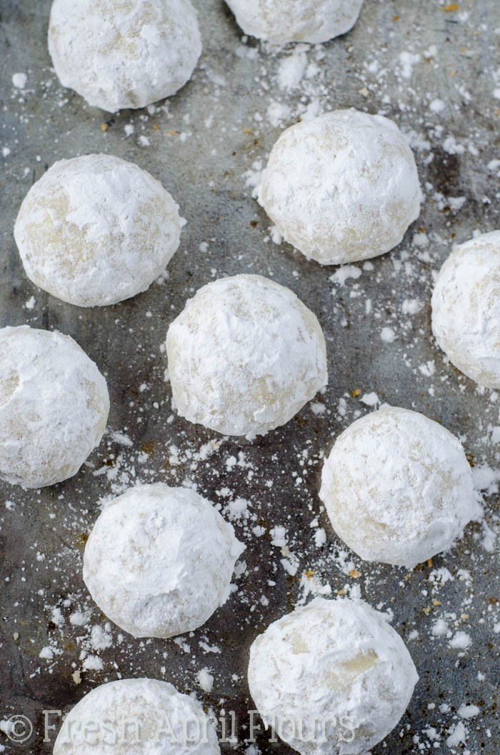 Christmas Cookies With Powdered Sugar  Russian Tea Cakes Snowballs