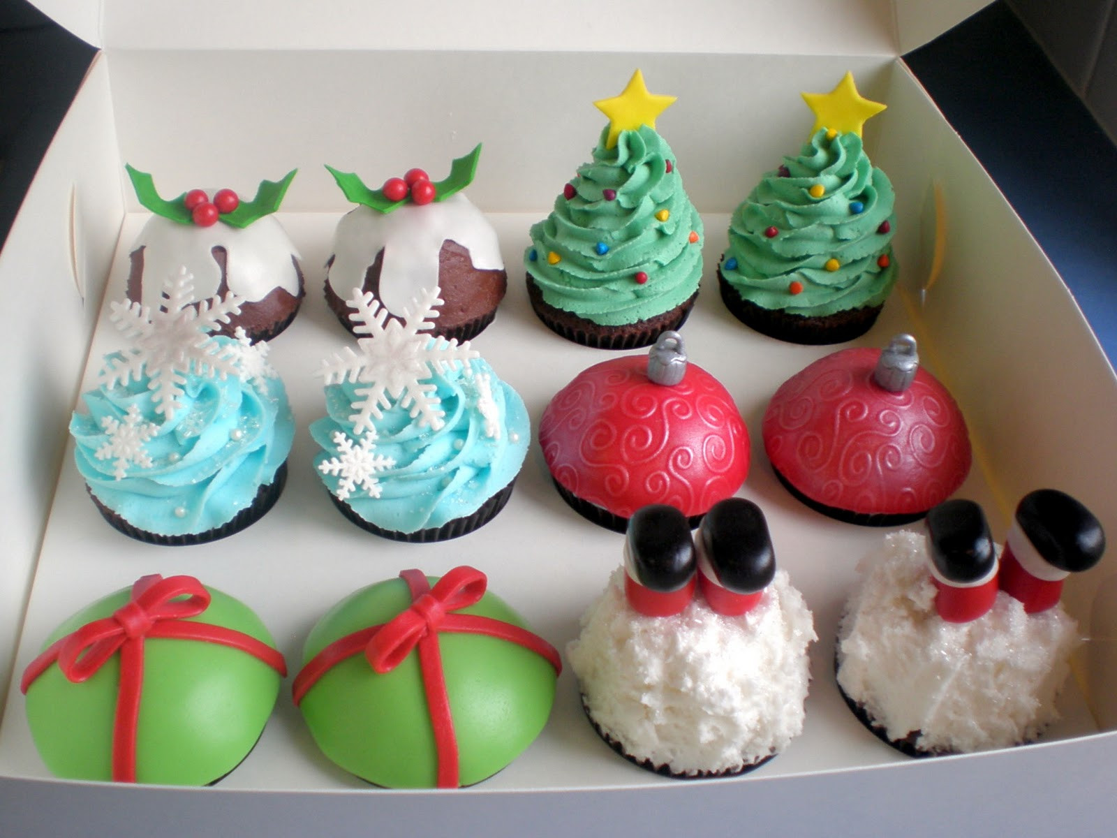 Christmas Cupcakes Ideas  The Pretty Purveyor Holy Christmas Cupcakes