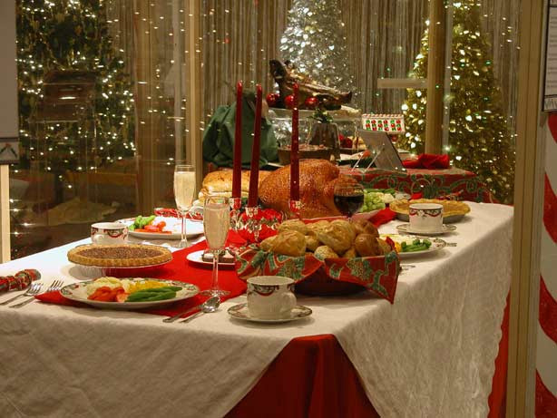 Christmas Dinner Table  Oodlekadoodle Primitives FESTIVE IDEAS TO DECORATE YOUR