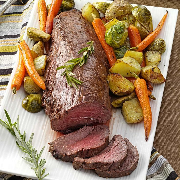 Christmas Dinner Vegetables  Beef Tenderloin with Roasted Ve ables