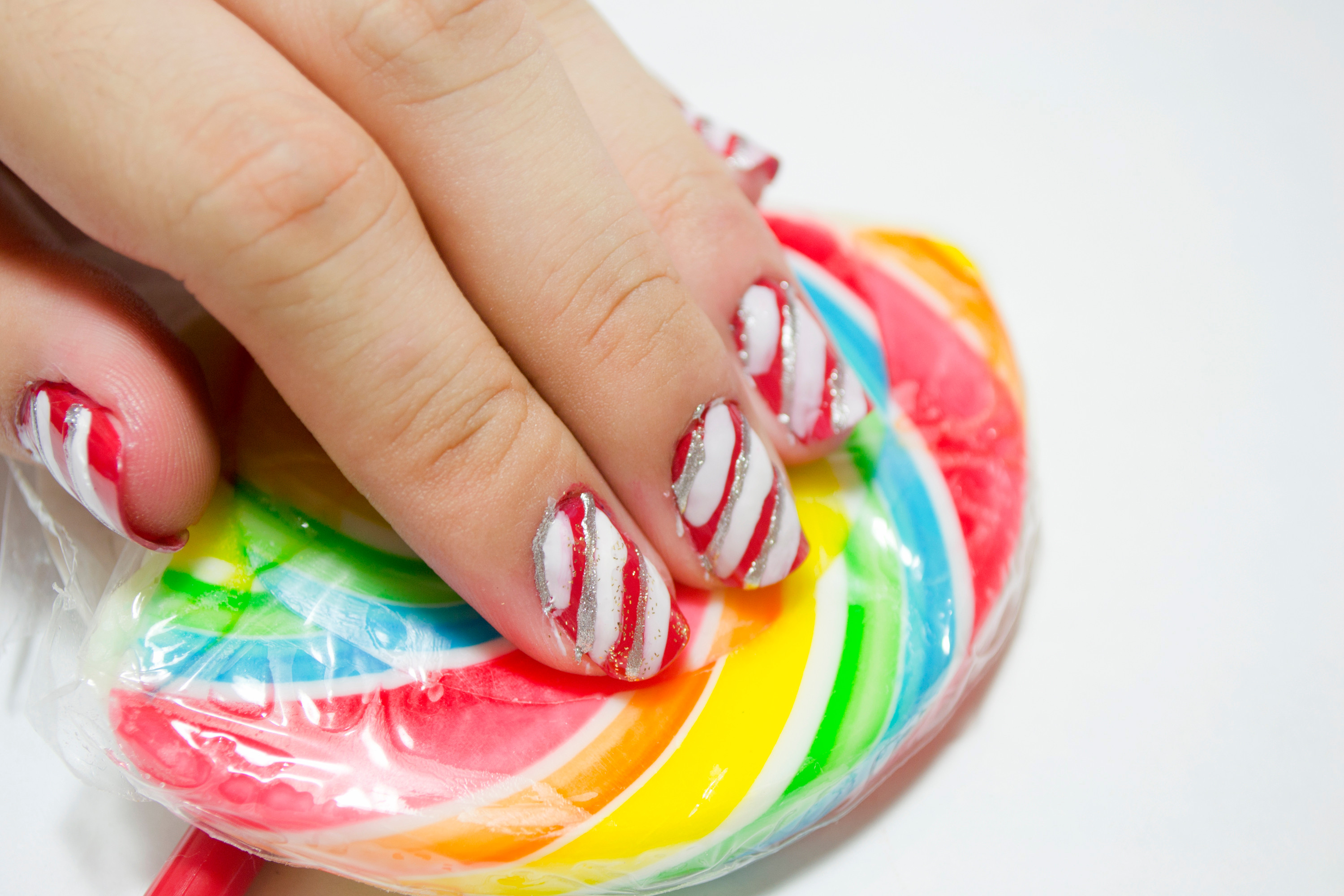 Christmas Nails Candy Cane  How to Make a Christmas Candy Cane Design on Your Nails