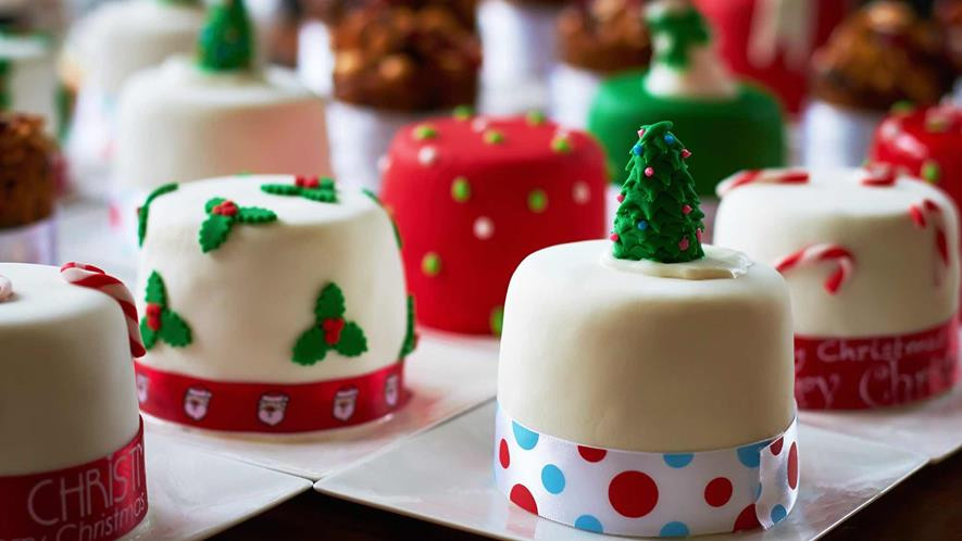 Christmas Pies And Cakes  Mini Christmas Cakes 2 Christmas Desserts