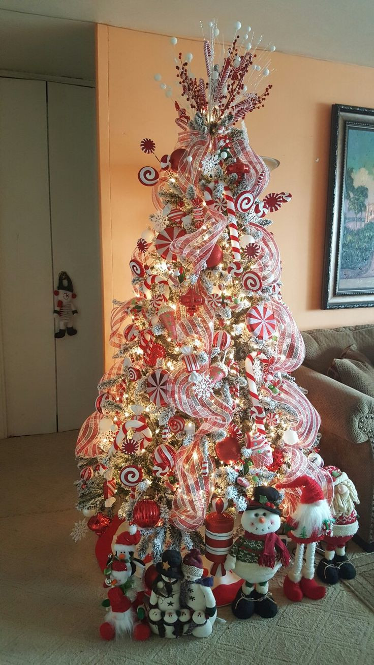 Christmas Tree Candy  Best 25 Candy cane christmas tree ideas on Pinterest