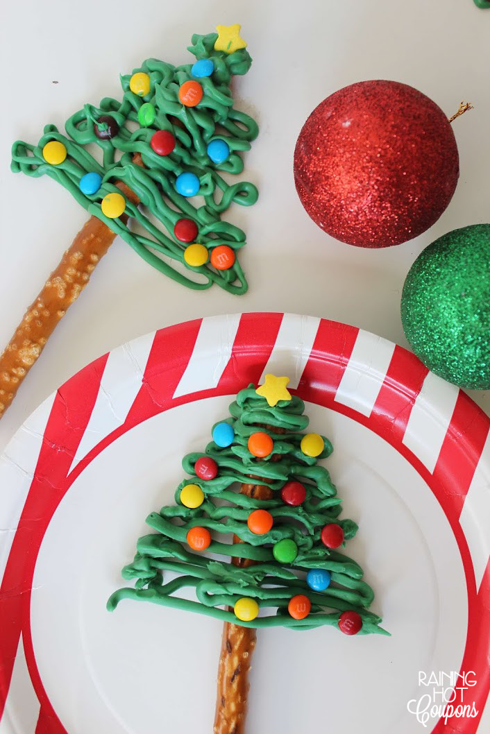 Christmas Tree Pretzels  Reindeer Hot Chocolate Gifts FREE Printable Gift Tag