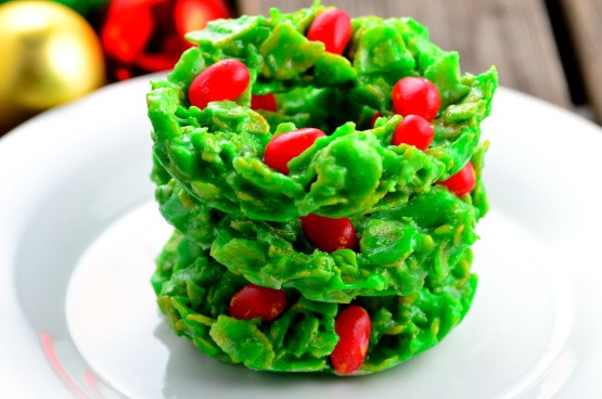 Christmas Wreath Cookies With Corn Flakes  christmas holly cookies corn flakes