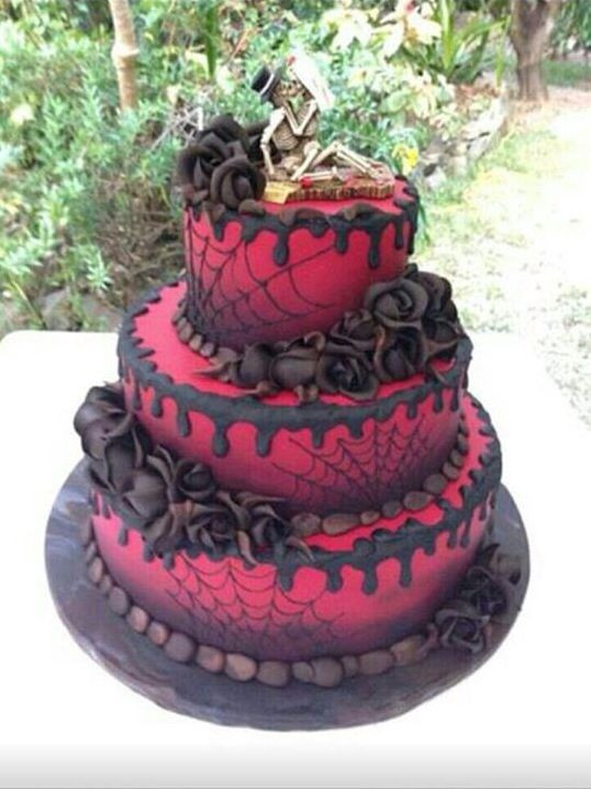 Cool Halloween Cakes  Cool gothic Halloween cake Sweets