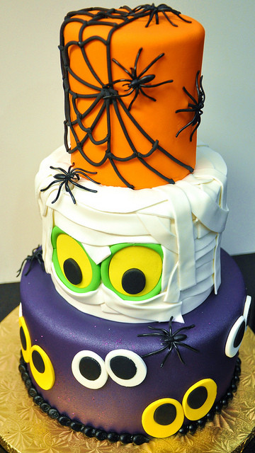 Cool Halloween Cakes  Cool Three Tier Halloween cake
