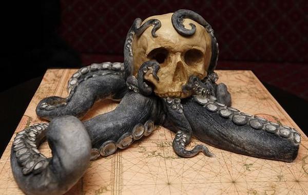 Creepy Halloween Cakes  Scary Halloween cakes 25 ideas how to add some creepy