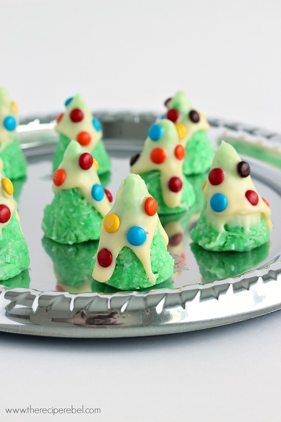 Easy Bake Christmas Cookies  30 Easy Christmas Cookies LemonsforLulu
