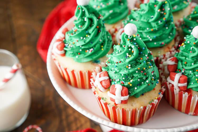 Easy Christmas Cupcakes  Easy Christmas Tree Cupcakes