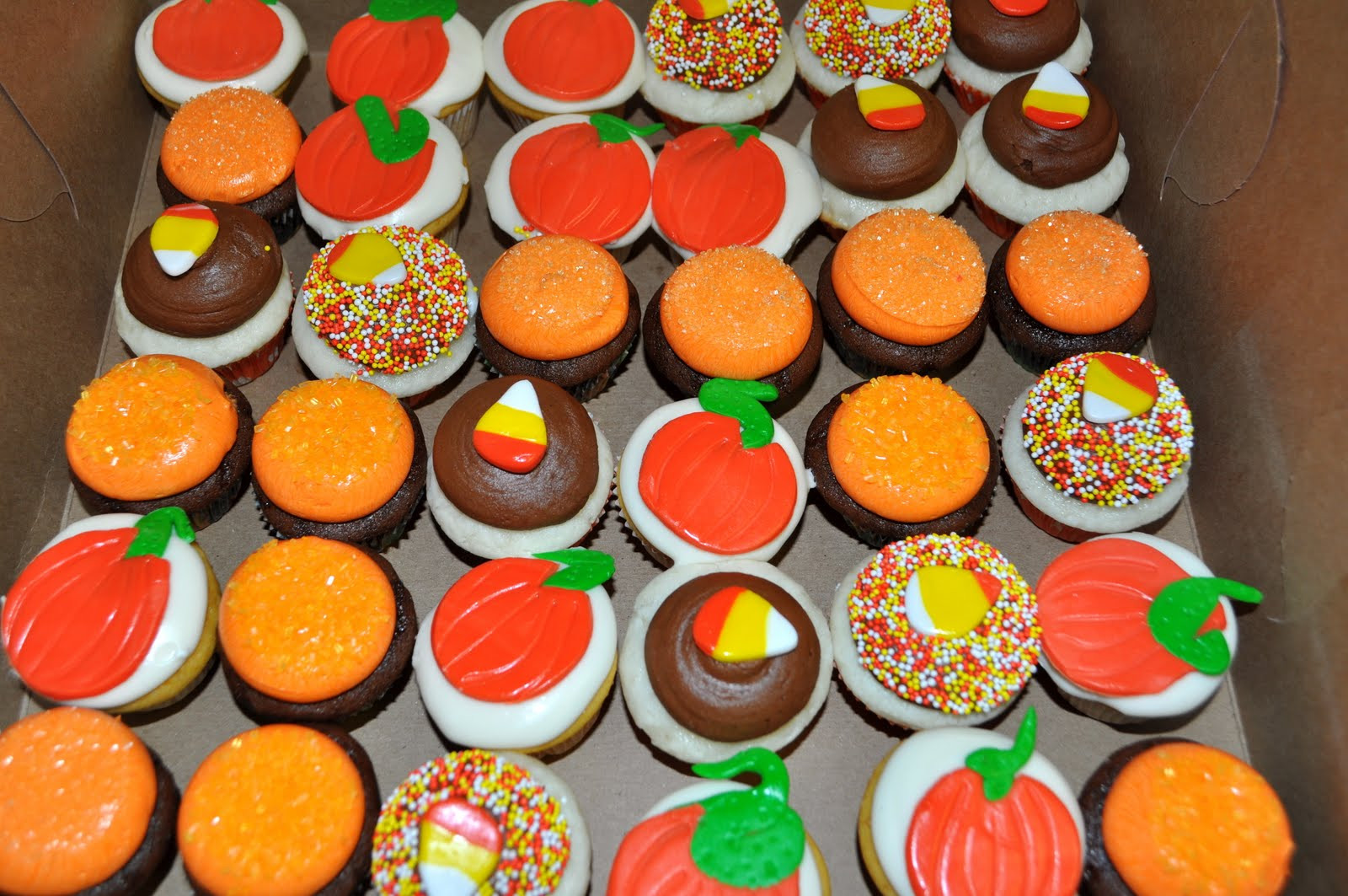 Fall Themed Cupcakes  Leah s Sweet Treats Halloween Fall Cupcakes