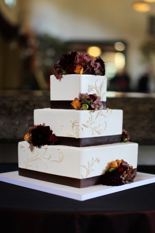 Fall Wedding Cakes Pictures  22 Awesome Wedding Cakes For A Fall Wedding