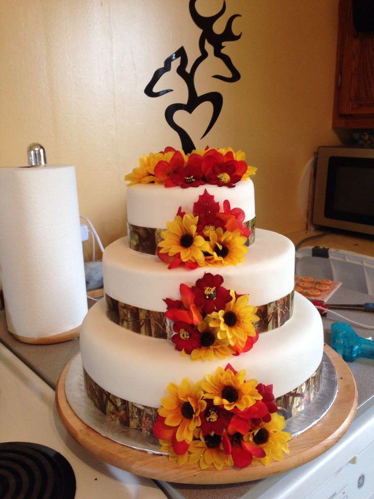 Fall Wedding Cakes Pictures  25 best ideas about Camo wedding cakes on Pinterest
