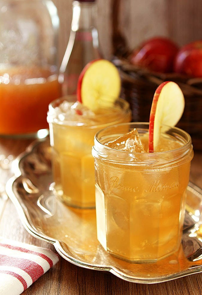 Fall Whiskey Drinks  Bourbon and Apple Cider Cocktail