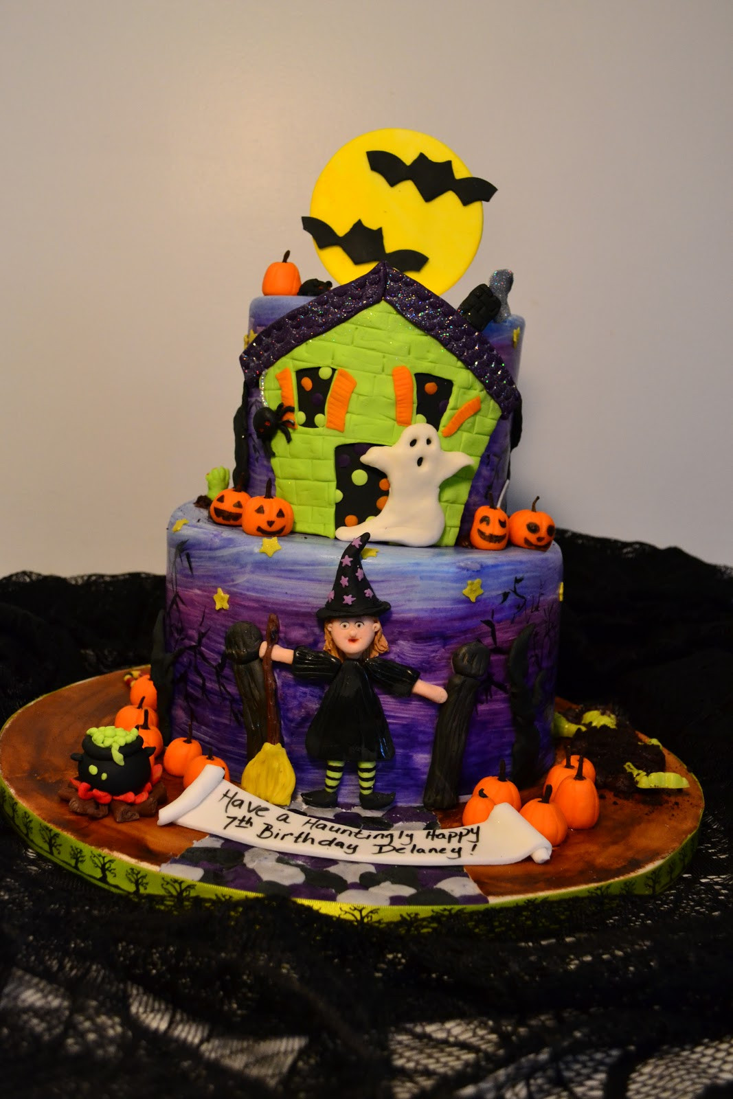 Halloween Cakes And Cupcakes  Oh just put a cupcake in it Halloween birthday cake