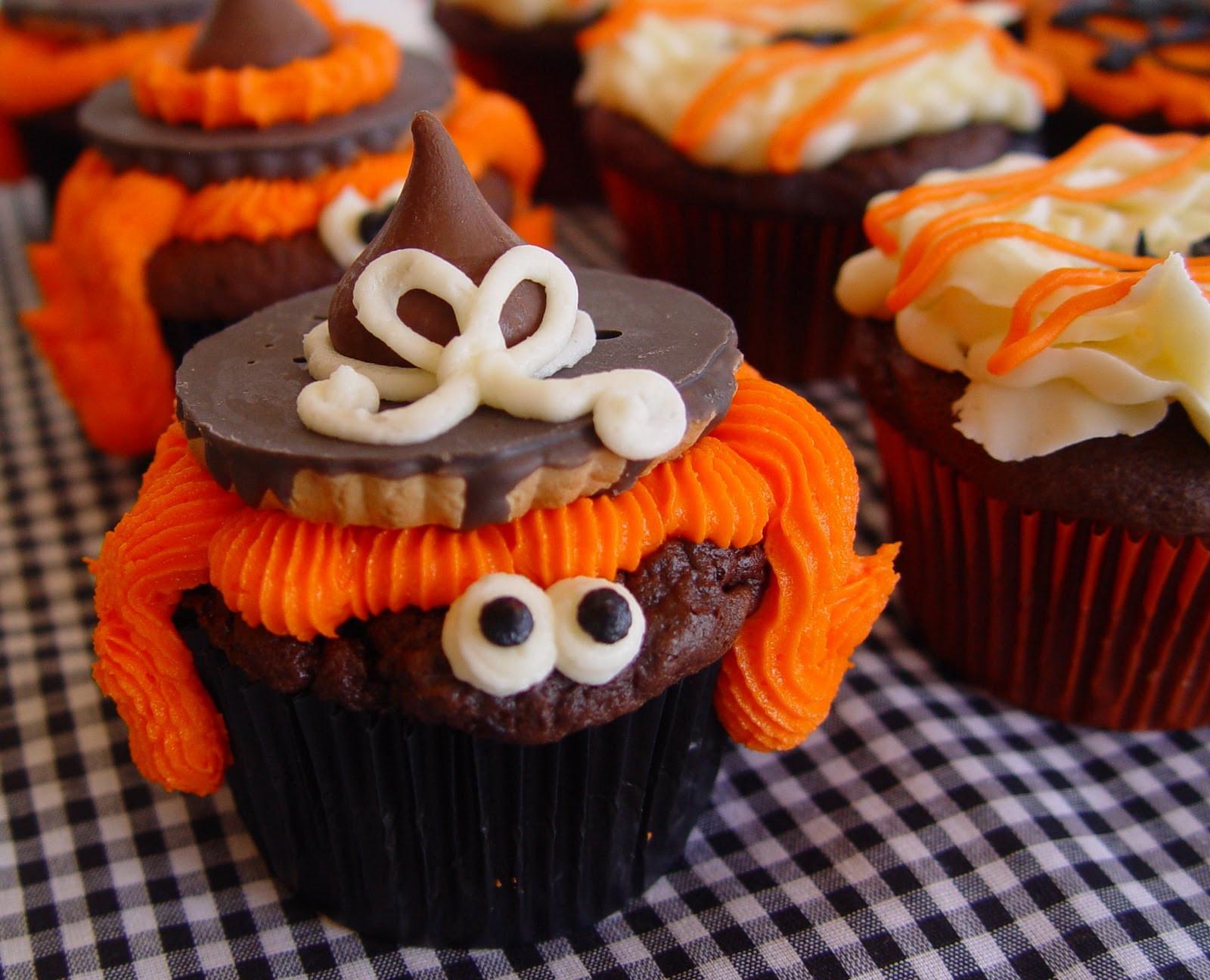 Halloween Cakes And Cupcakes  Spook tacular Halloween Cupcakes