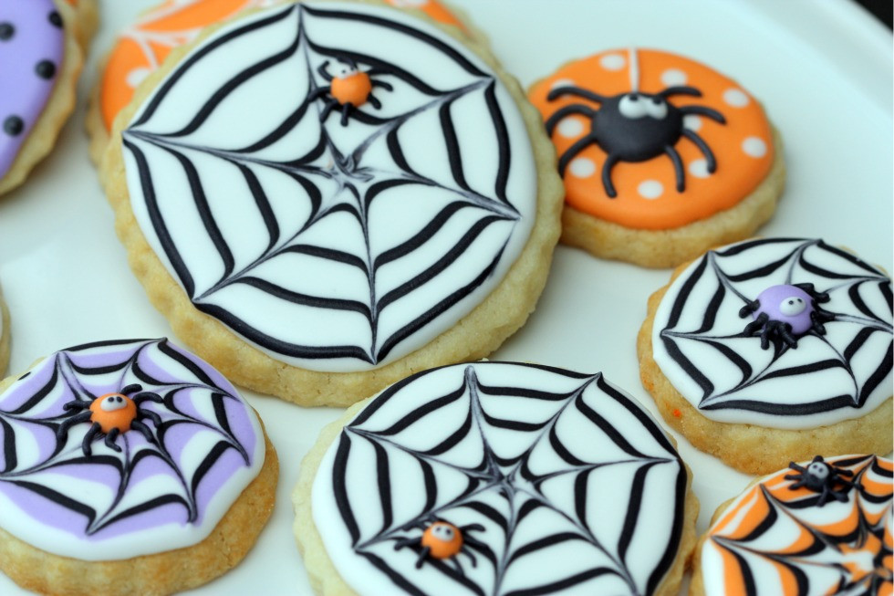 Halloween Decorated Cookies  Sweetopia How to Make A Spider Web Decorated Cookie