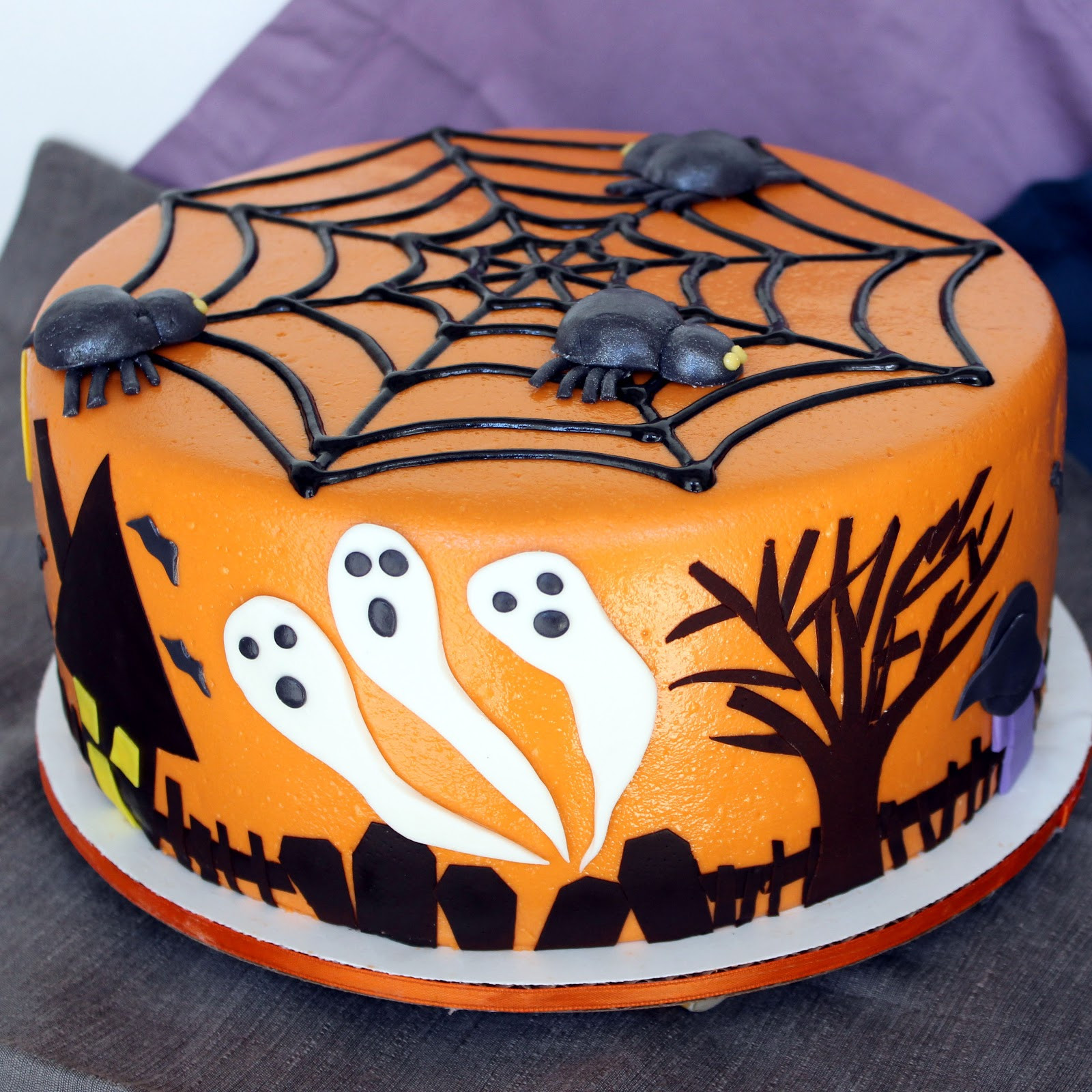 Halloween Decorating Cakes  Halloween Cake Ideas The Xerxes