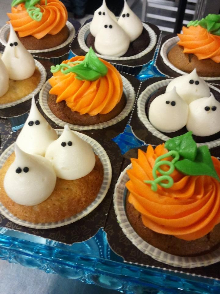 Halloween Decorating Cupcakes  PUMPKIN BAKING IDEAS