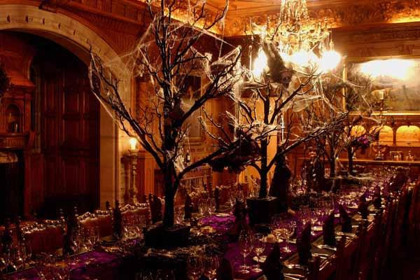 Halloween Dinner Party  the queen of halloween HOST A SPOOKTACULAR DINNER PARTY