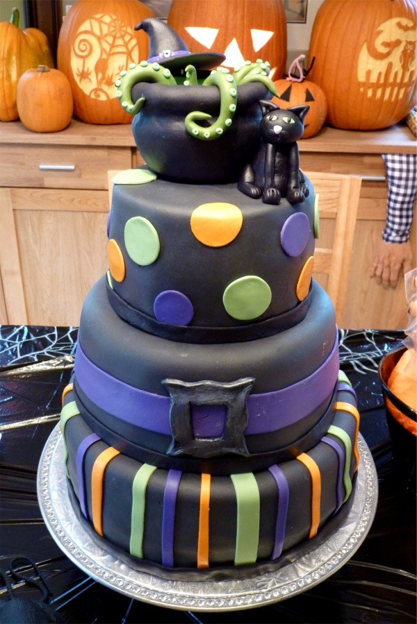 Halloween Fondant Cakes  154 best Witch Cakes images on Pinterest