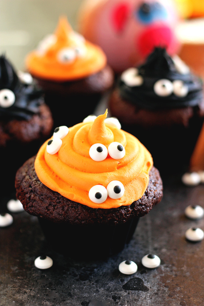 Halloween Mini Cupcakes  11 Tasty And Fun DIY Halloween Desserts For Kids Shelterness