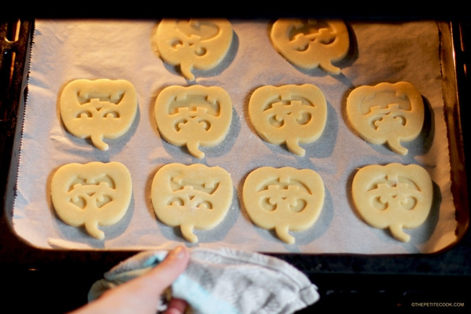 Halloween Shortbread Cookies  Halloween Italian Shortbread Cookies The Petite Cook