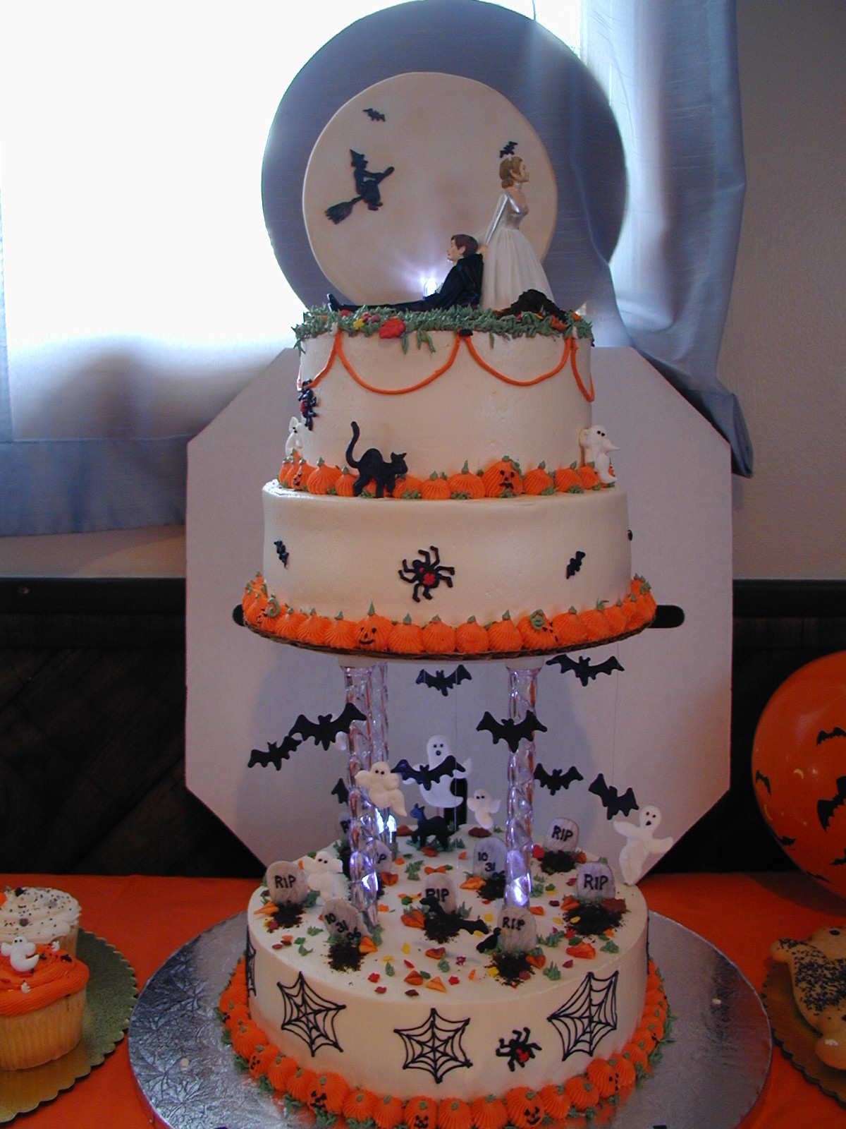 Halloween Wedding Cakes Ideas  Cakes and Culinary Creations October 2010