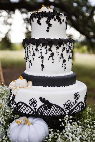Halloween Wedding Cakes Ideas  8 Halloween Themed Wedding Ideas