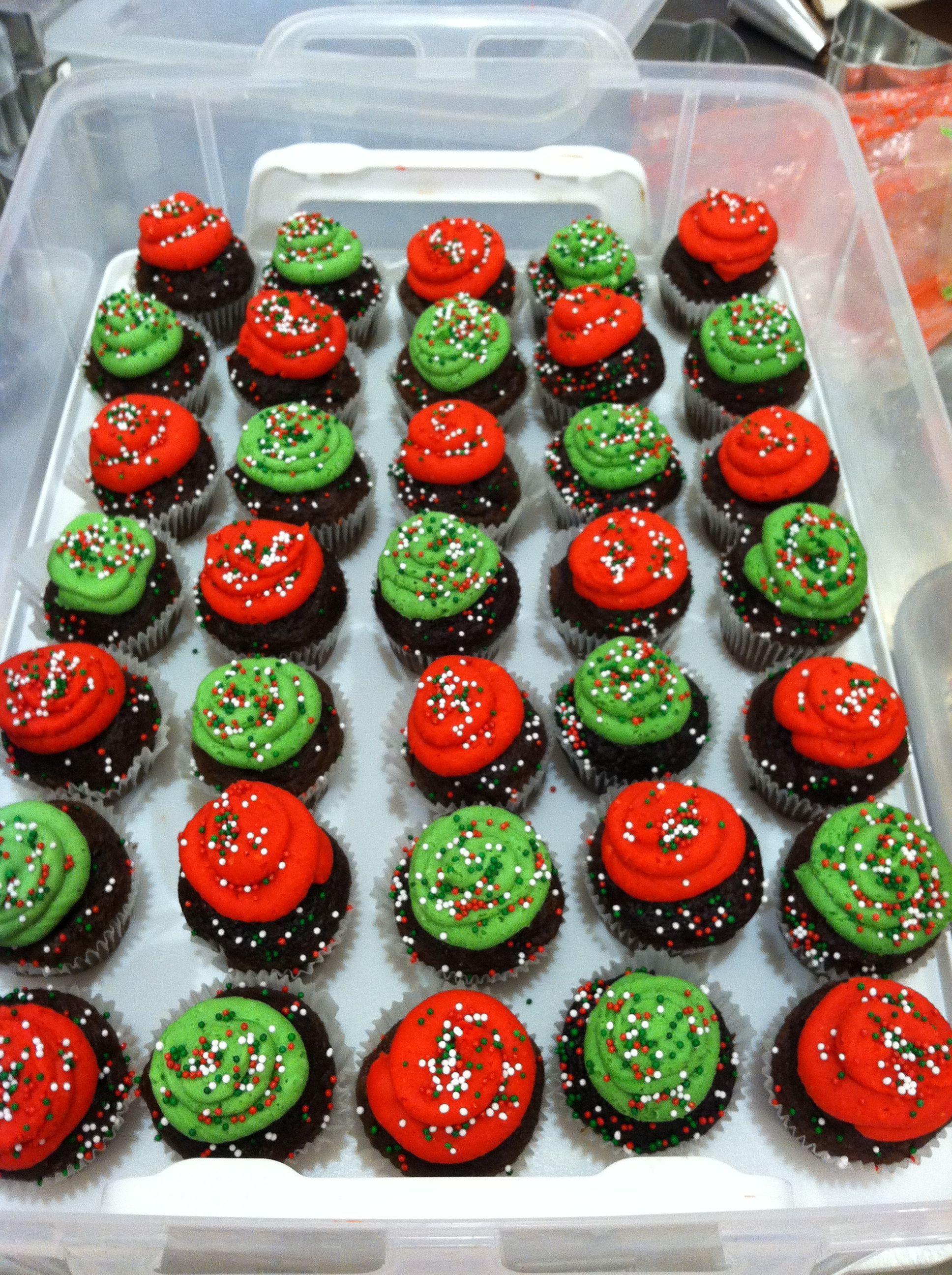 Mini Christmas Cupcakes  Mini Christmas cupcakes Christmas