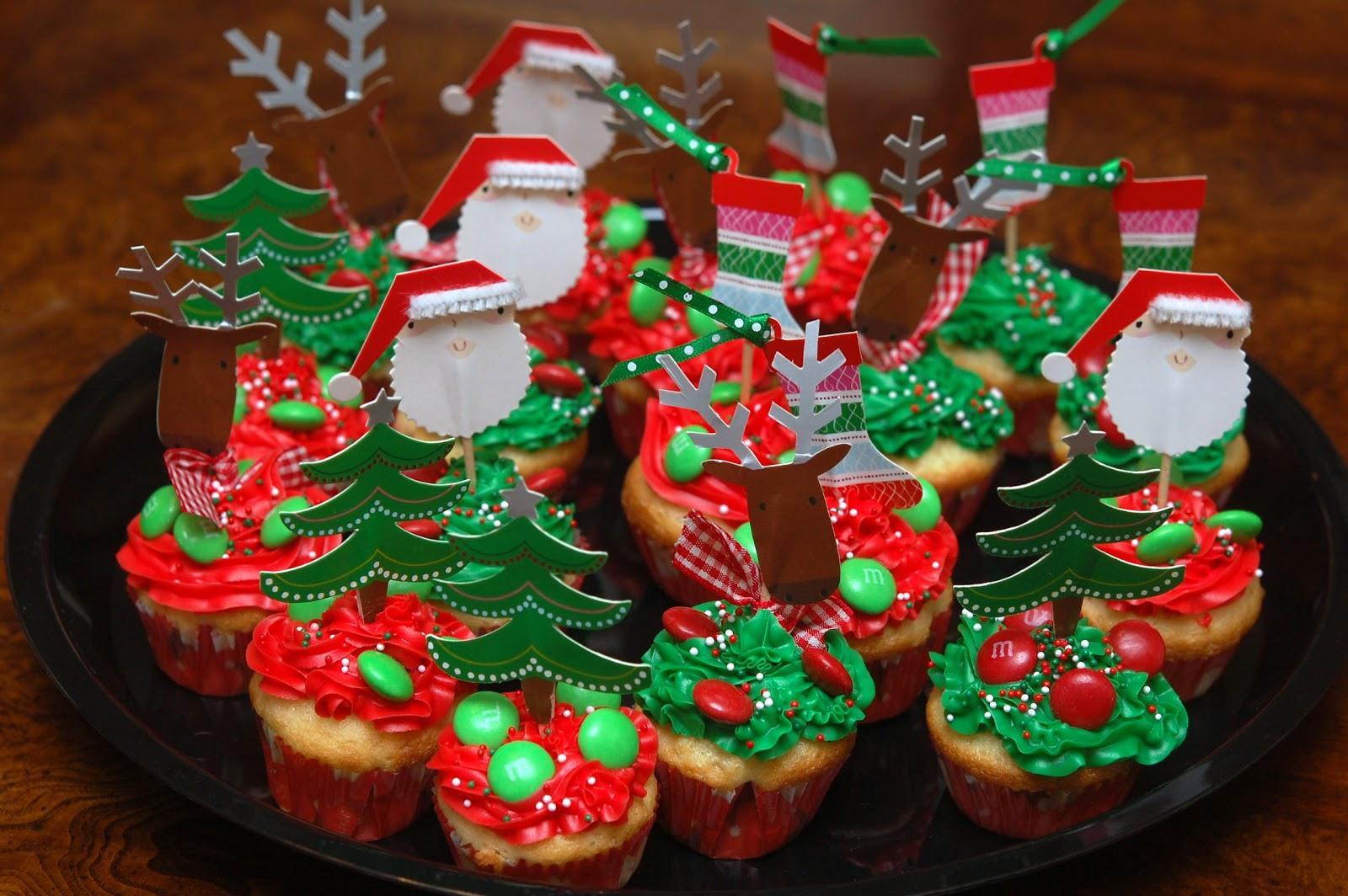 Mini Christmas Cupcakes  MINI HOLIDAY CUPCAKES Hugs and Cookies XOXO