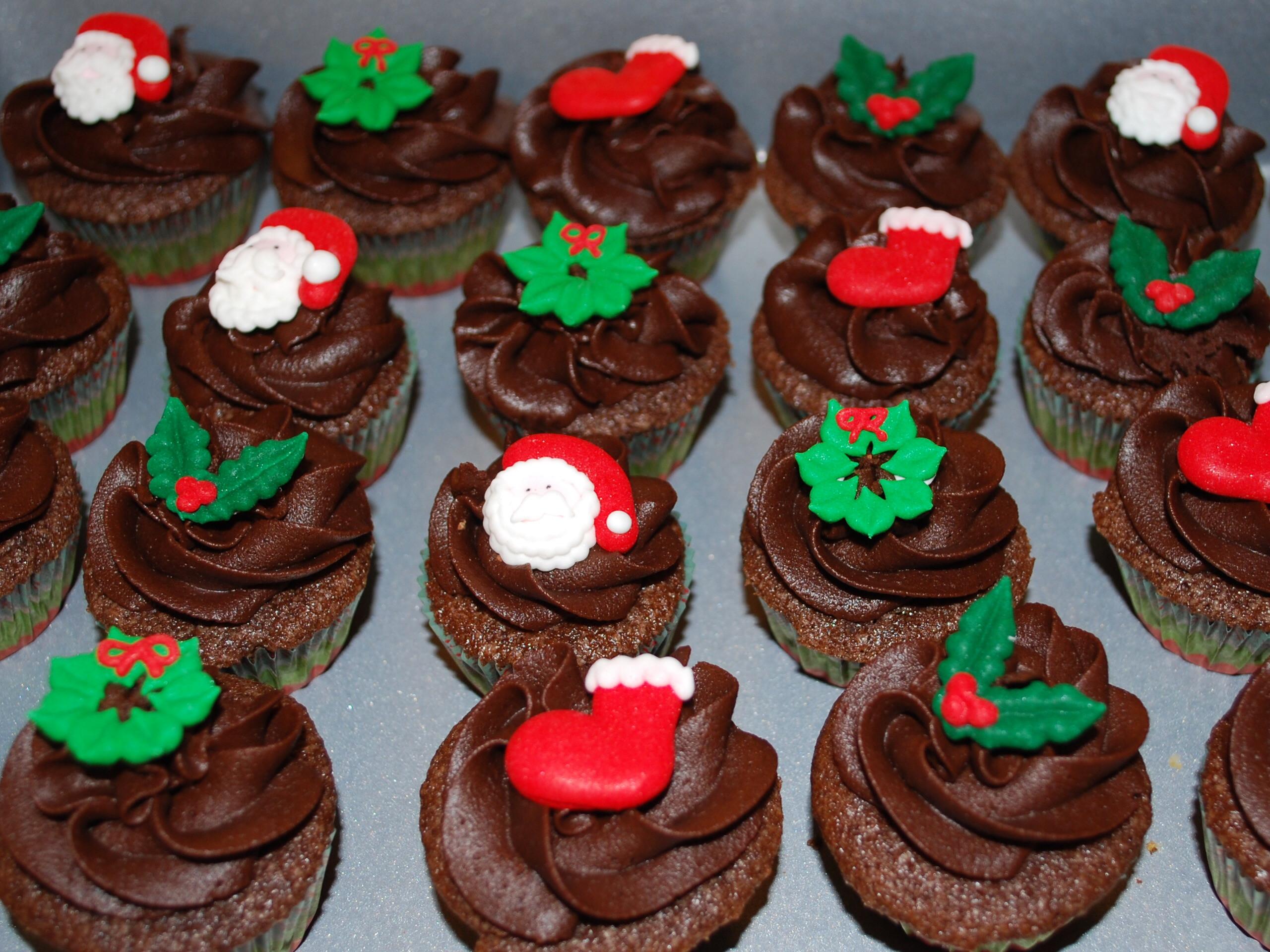 Mini Christmas Cupcakes  Mini Christmas Cupcakes