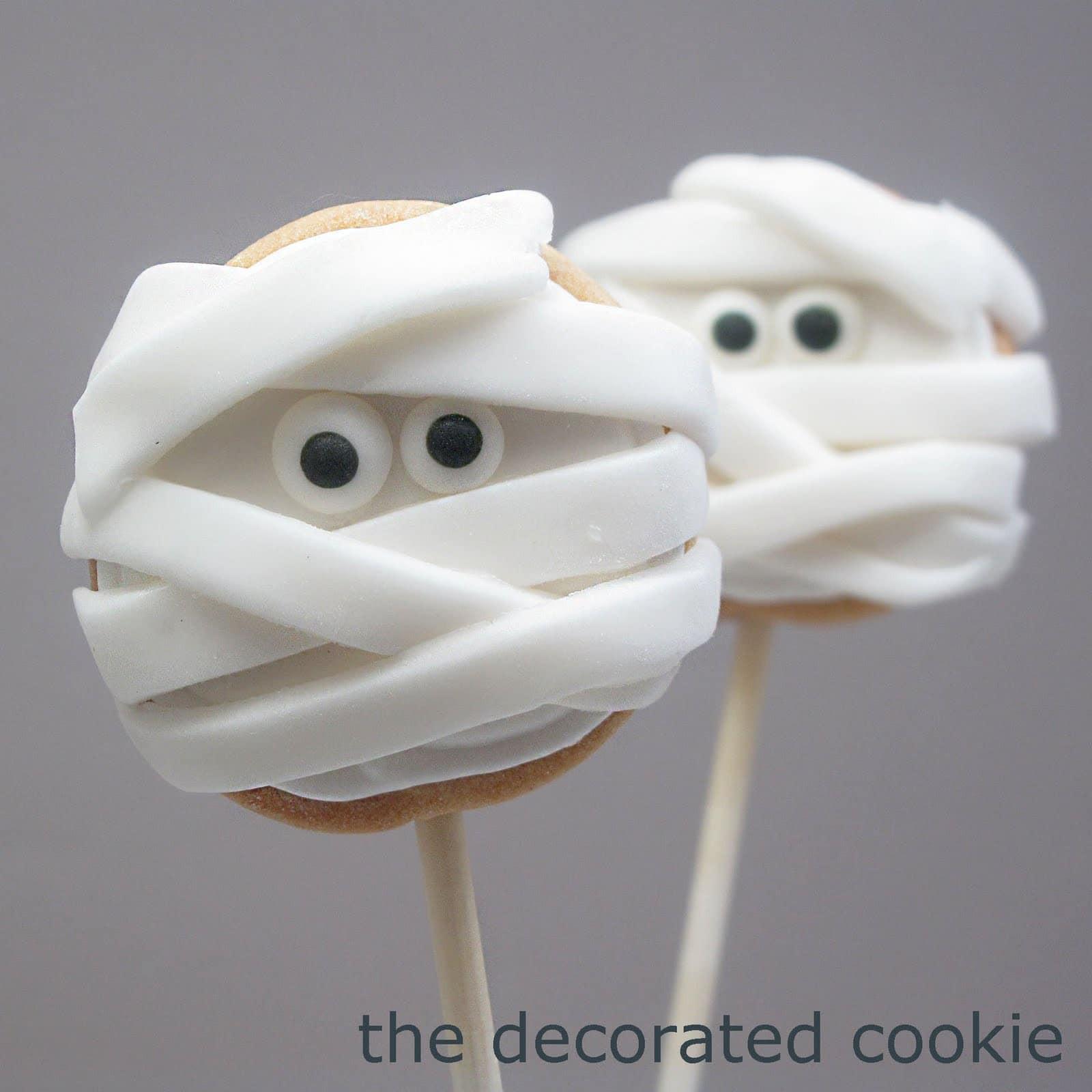 Mummy Cookies For Halloween  Halloween mummy cookie pops fun food for Halloween