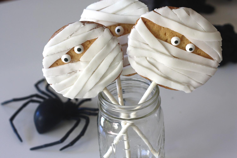 Mummy Cookies For Halloween  Easy Mummy Cookie Pops DIY