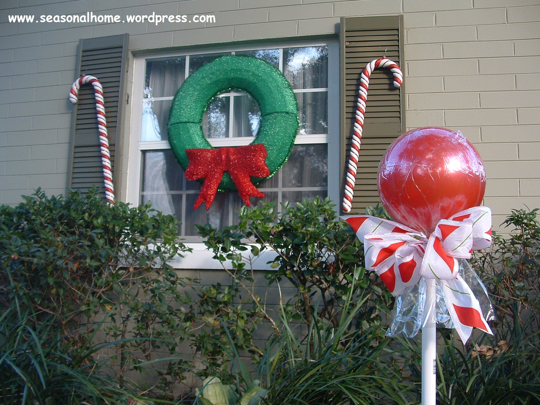 Outdoor Christmas Candy Canes  Time to start on those Christmas yard art Subject Candy