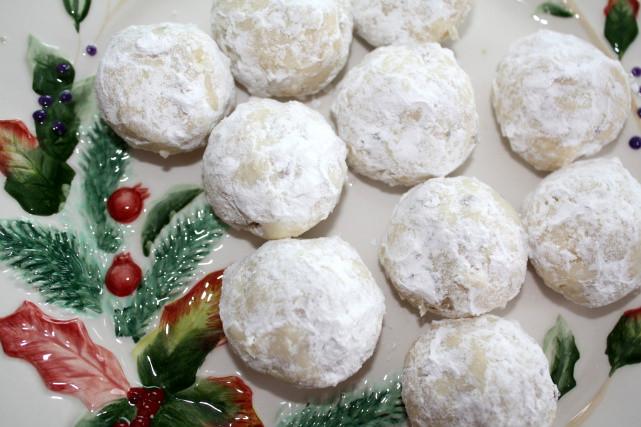 Pecan Balls Christmas Cookies  Busy Mom Recipes Powdered Nut Balls